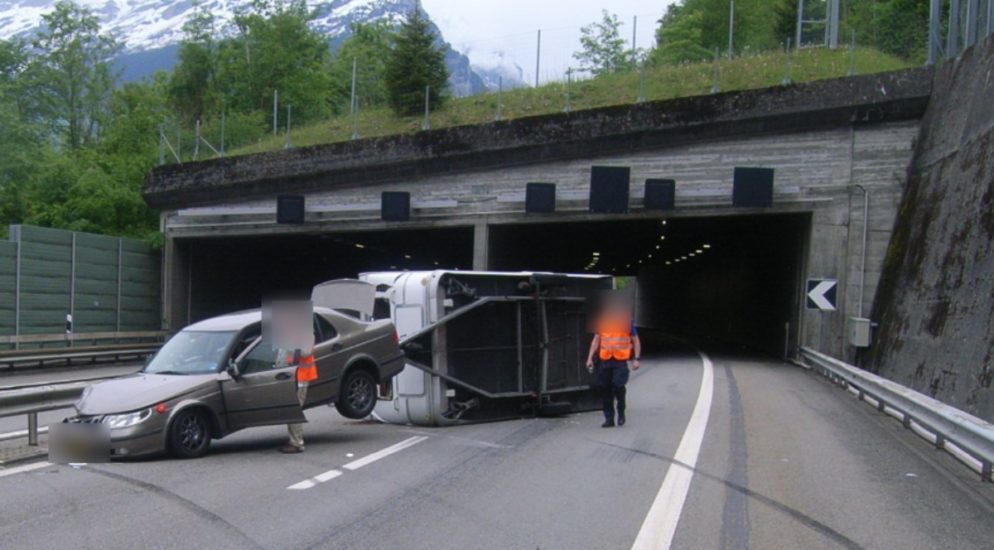 Tunnel Fischlaui, Seedorf: Unfall auf der Autobahn A2