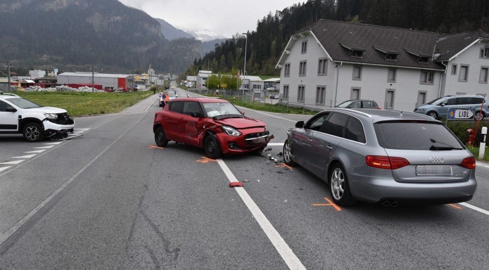 Ein Verletzter bei Unfall mit mehreren Fahrzeugen in Thusis GR