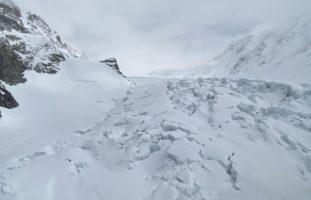 Zermatt VS - Skitourengänger bei Einbruch einer Schneebrücke verstorben