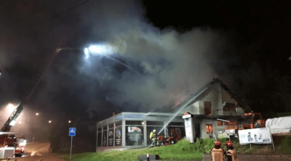Givisiez FR - Untersuchungen im Gange nach Brand in einem Betrieb