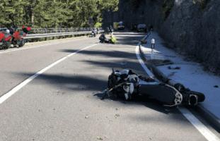 Jaunpass FR - Verletzte nach Kollision mit mehreren Motorradfahrern