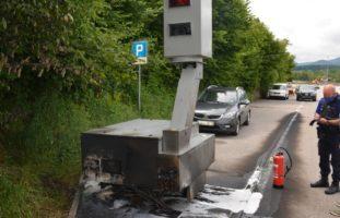 Eppenberg-Wöschnau SO: Radaranhänger in Brand gesetzt