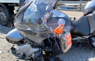 A3, Filzbach GL: Motorradfahrer kracht in Lieferwagen