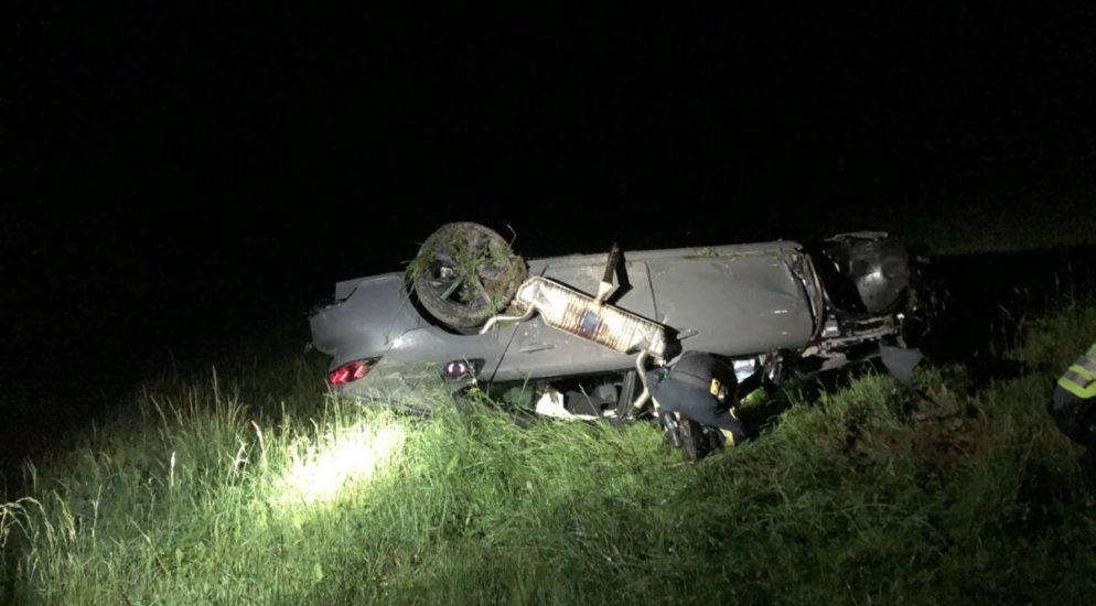 La Roche FR - Fahrer verliert Kontrolle und wird aus Fahrzeug geschleudert