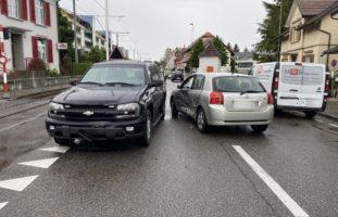 Personenwagenlenkerin nach Verkehrsunfall in Aesch verletzt