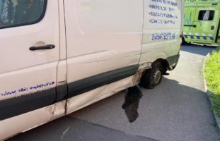 Muttenz BL: Kollision zwischen Auto und Lieferwagen