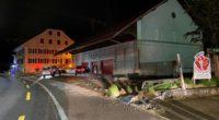 Am Steuer eingenickt: Bei Unfall in Menziken AG gegen Mauer gecrasht