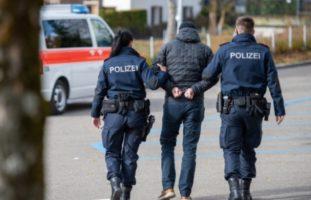 Verhaftung in Basel BS: Zwei 19-Jährige beraubt