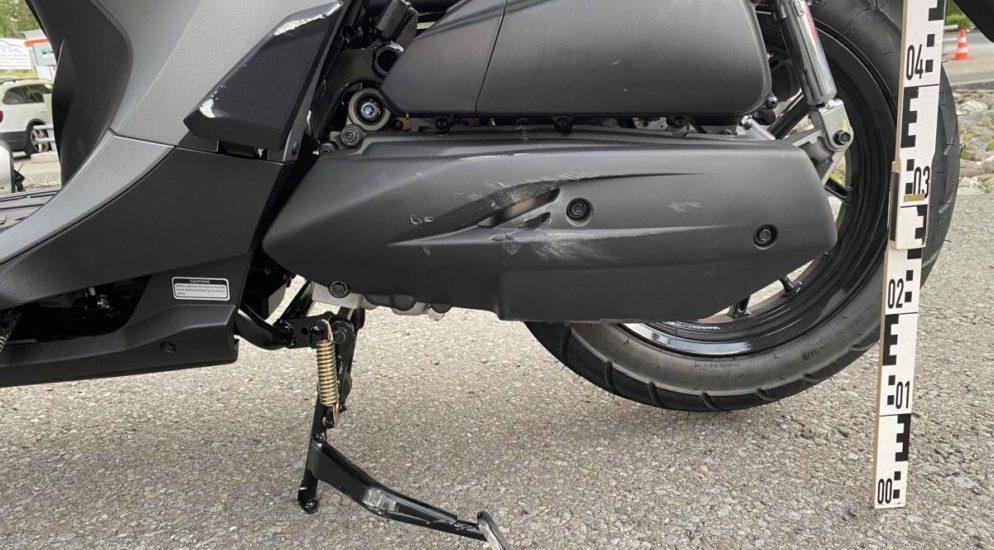 Baar ZG - Kollision zwischen Auto und Motorradlenker