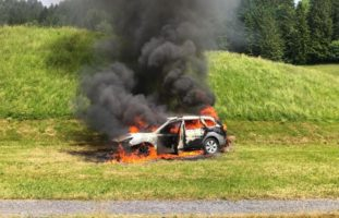 Brand eines Fahrzeuges in Seewen