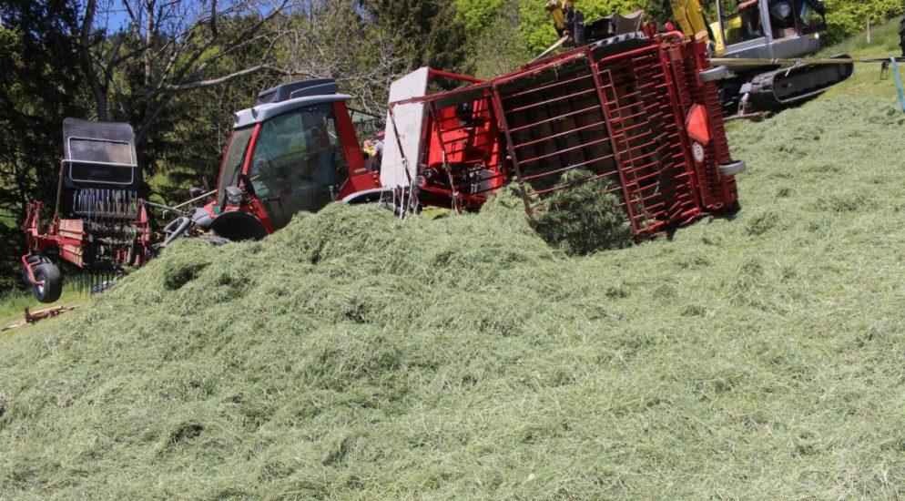 Gonten - Landwirtschaftliches Fahrzeug umgekippt