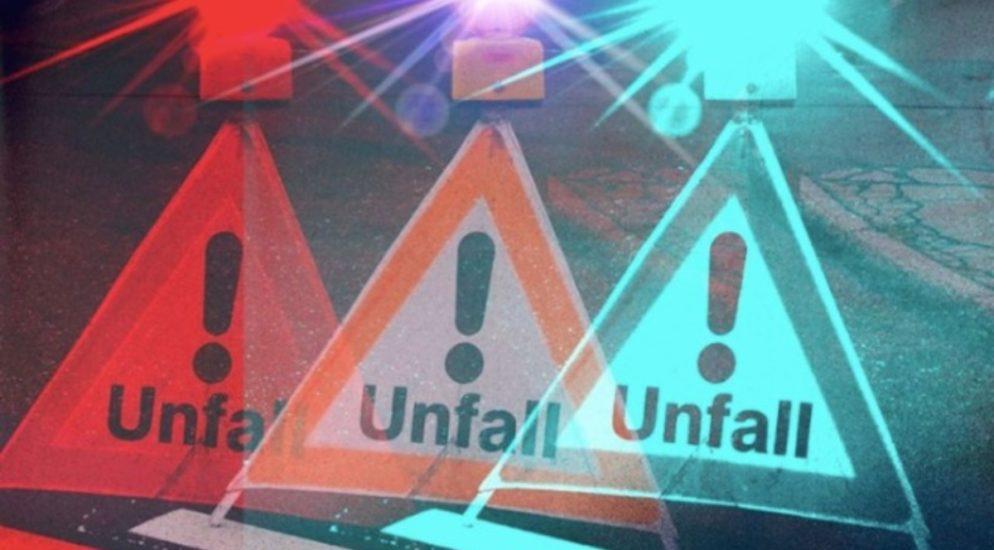 Autofahrer crasht bei Unfall in Grub AR gegen Mauer