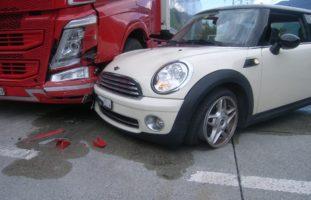 Erstfeld UR: Crash fordert 35'000 Franken Sachschaden