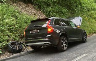 Unfall beim Überholvorgang in Riedern GL