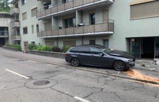 Stadt Zürich - Straßensperrung nach Kollision zweier PW mit einem Verletzten