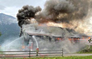 Brand Seelisberg UR - Feuerwehrmann verletzt