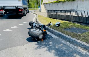 Altdorf: Verkehrsunfall zwischen Motorradfahrer und Lastwagen