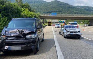 A2 Egerkingen - Drei Verletzte aus zwei Fahrzeugen nach Auffahrunfall