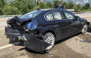 Verkehrsunfall mit drei beteiligten Autos auf der A3 Mollis GL