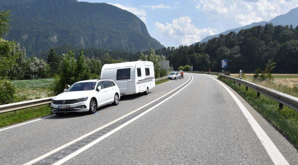 Bonaduz GR - Auto prallt nach Kollision in die Leitplanke