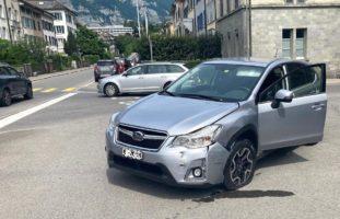 Glarus - Kollision zwischen zwei Autos auf Kreuzung