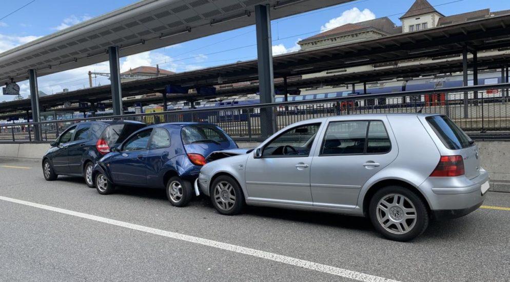Auffahrunfall in Schaffhausen: Verletzte und zweimal Totalschaden