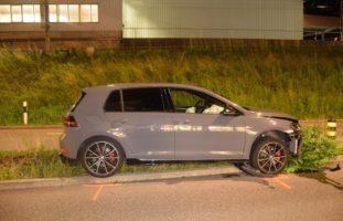 Herisau AR: Autolenker kracht bei Selbstunfall in Verkehrsinsel