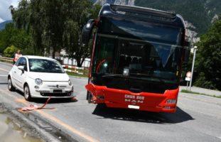 Bus-Unfall in Chur GR - PW nach Crash abgeschleppt