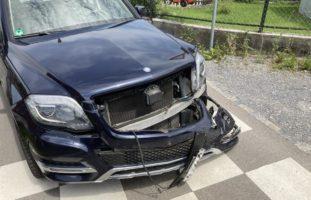 Bilten GL - Verkehrsunfall zwischen Lastwagen und Auto