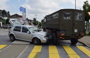 Waldstatt AR - Junglenkerin (19) weicht PW aus und kollidiert mit Lastwagen