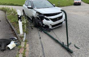 PW-Lenker (25) bei Selbstunfall in Arisdorf über den Strassenrand hinausgeraten