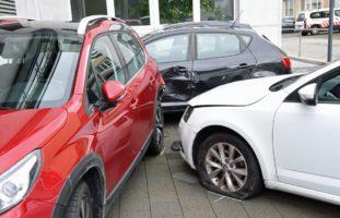 Reiden LU - Aufgrund medizinischen Problems in parkierte Autos geprallt