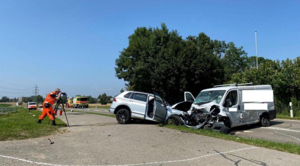 Dübendorf ZH: Ein Schwerverletzter nach Verkehrsunfall
