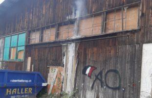 Menziken AG - Grosser Sachschaden nach Lagerhallenbrand