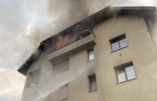 Gasgrill löst Feuer in Mehrfamilienhaus in Sins AG aus