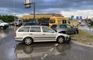 Verkehrsunfall A1-Anschluss Oftringen AG: VW kracht in Skoda