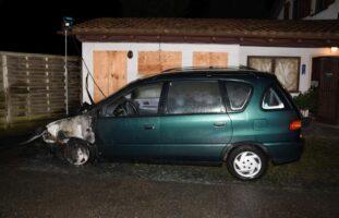 Windisch AG - Lauten Knall gehört und brennendes Auto gefunden