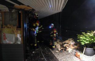 Euthal SZ - Feuerwehr löscht Mottbrand im Bereich einer Hausfassade