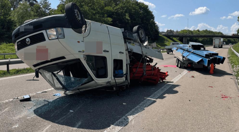 Sirnach TG - Anhänger schlingert auf A1, es kommt zum Crash