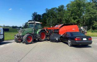 Hünenberg ZG: Zwei Verletzte (ein Kind) nach Unfall mit Traktor
