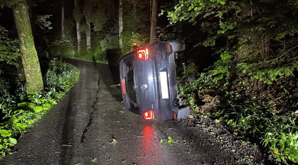 Zug: 18-Jährige Lenkerin baut Unfall