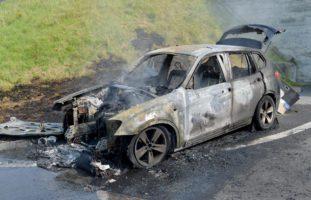 Buochs NW: Familie kann Fahrzeug verlassen, dann brennt es aus