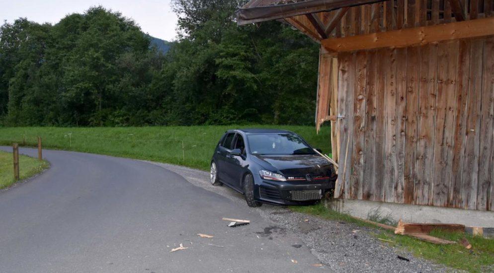Büren NW: Autofahrer wird nach Selbstunfall von Polizei wachgerüttelt