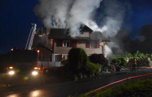 Brennendes Einfamilienhaus in Oberhelfenschwil SG