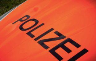 Unfallflucht Oftringen AG - Mit Lieferwagen gegen Kreiseldekoration geprallt