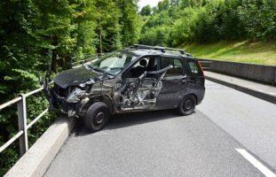 Erheblicher Sachschaden nach Verkehrsunfall in Emmetten