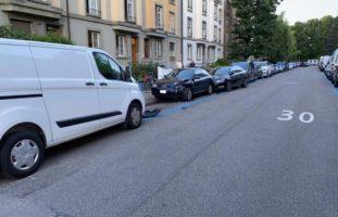 Selbstunfall in Basel: Autofahrer unter Alkoholeinfluss