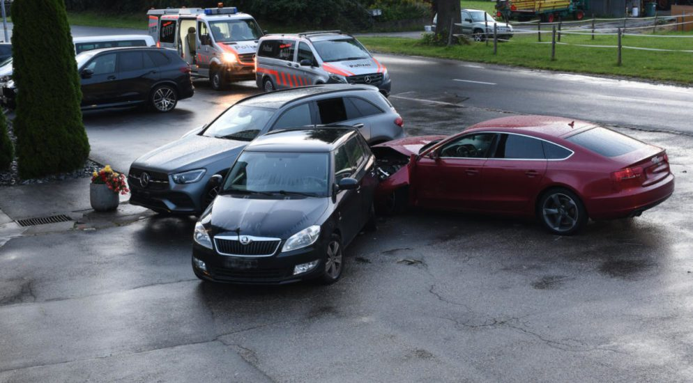 Schlierbach LU: Verkehrsunfall mit drei beteiligten Fahrzeugen und hohem Schaden