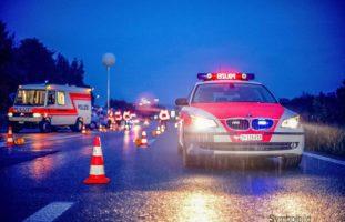Zollikerberg ZH - Polizist muss sich vor flüchtendem Automobilist retten