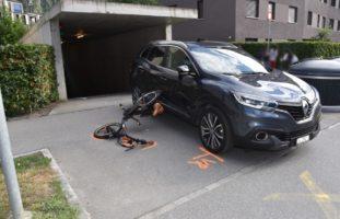 Domat/Ems GR: E-Bike-Fahrer kollidiert mit Auto